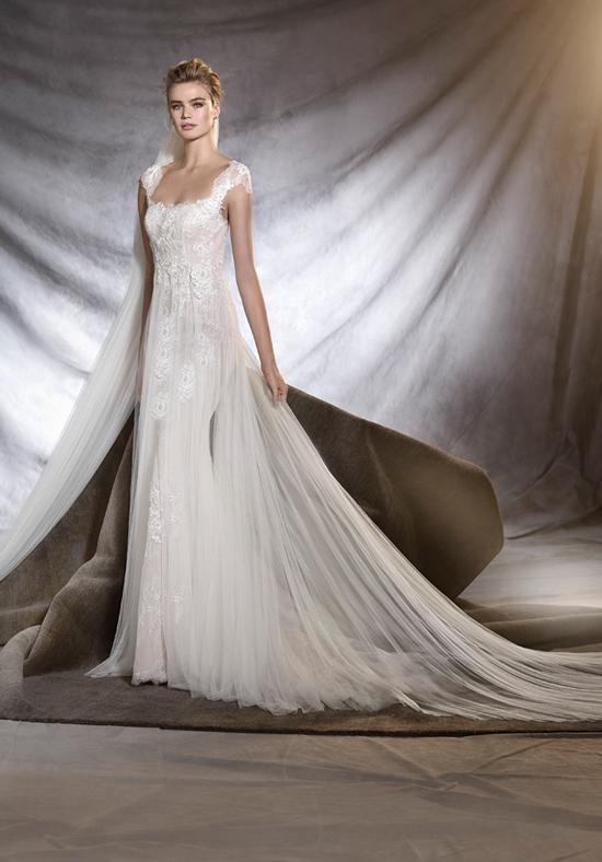 When buying a sample wedding dress makes sense | Aleana\'s Bridal